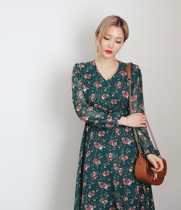 Những chiếc váy hoa luôn chiều lòng các cô nàng theo phong cách dịu dàng và nữ tính