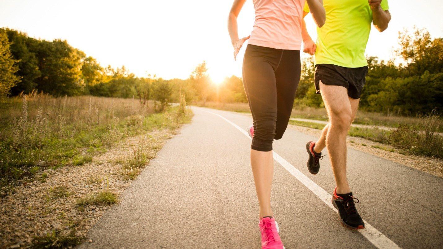 Chạy bộ sẽ giúp đốt cháy lượng calories nhiều hơn so với tập thể dục thông thường