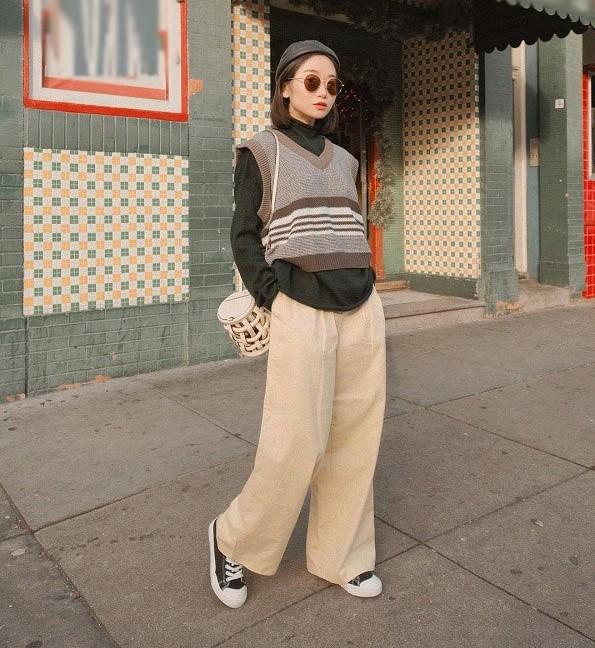 Với chất liệu cứng cáp và dày dặn, đây là một trong những kiểu quần giúp các nàng giữ ấm rất tốt