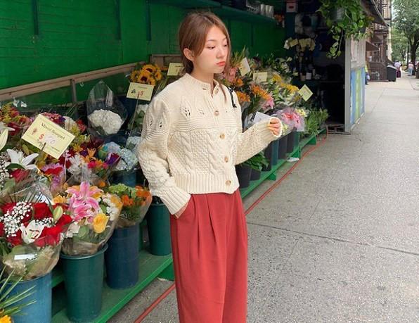Outfit này cực kì dễ phối lại rất phù hợp với các cô nàng công sở